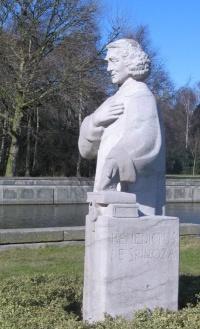 standbeeld Spinoza van Rudolf Roth 2010
